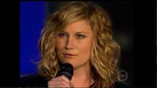 Sugarland and Jennifer Hudson- Silent Night (Live)