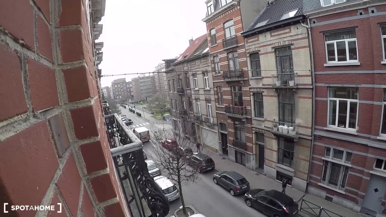 Single Bed in Rooms for rent in 8-bedroom house in Saint Gilles