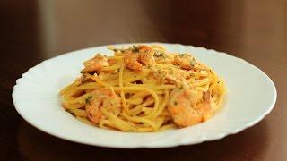 Спагетти в сливочном соусе с креветками