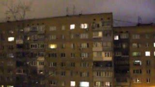 Жуткое существо с красными глазами лазает по балконам Самары