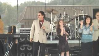 The Singing Cookes join 11 yr-old Mackenzie Morgan on stage
