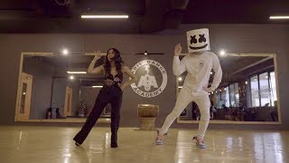 Marshmello  Neha Kakkar do the Biba Dance together in Mumbai | #BIBADance