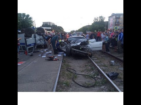 """Пьяный водитель сбил полицейского и врезался в патрульную """"Буханку"""""""