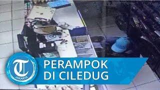 Terekam Kamera CCTV, Ancam dengan Golok, 3 Pria Gasak Toko di Ciledug Bawa Kabur Belasan Rupiah