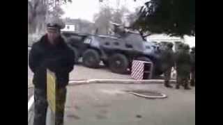 Российский спецназ покидает территорию воинской части Севастополь