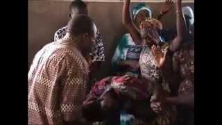 preview picture of video 'Délivrance à Ouagadougou, Burkina Faso (2004)'
