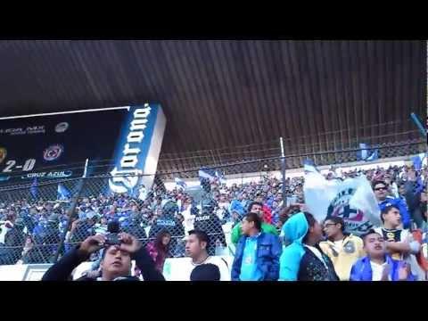 """""""La Sangre Azul en el Azteca (Fiesta en el medio tiempo) Cruz Azul vs America 2013"""" Barra: La Sangre Azul • Club: Cruz Azul"""