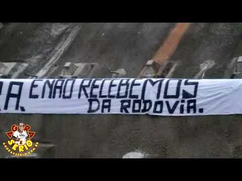 Protesto com Faixa no Túnel da Serra do Cafezal aponta falta de pagamento pela execução da obra