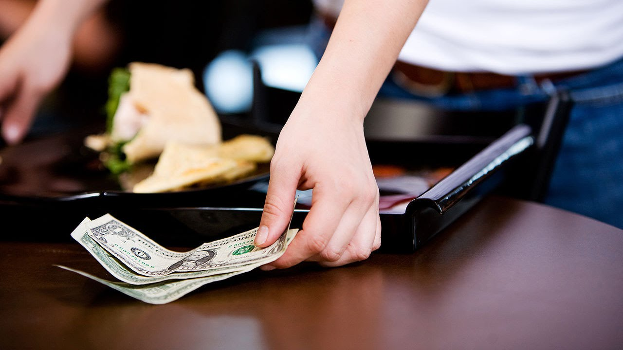 Why Restaurants Are Switching Back From No Tipping thumbnail
