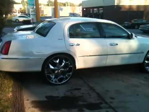 Lincoln Town Car On 28s And 72 Cutlass On 26s Zabking101 Video