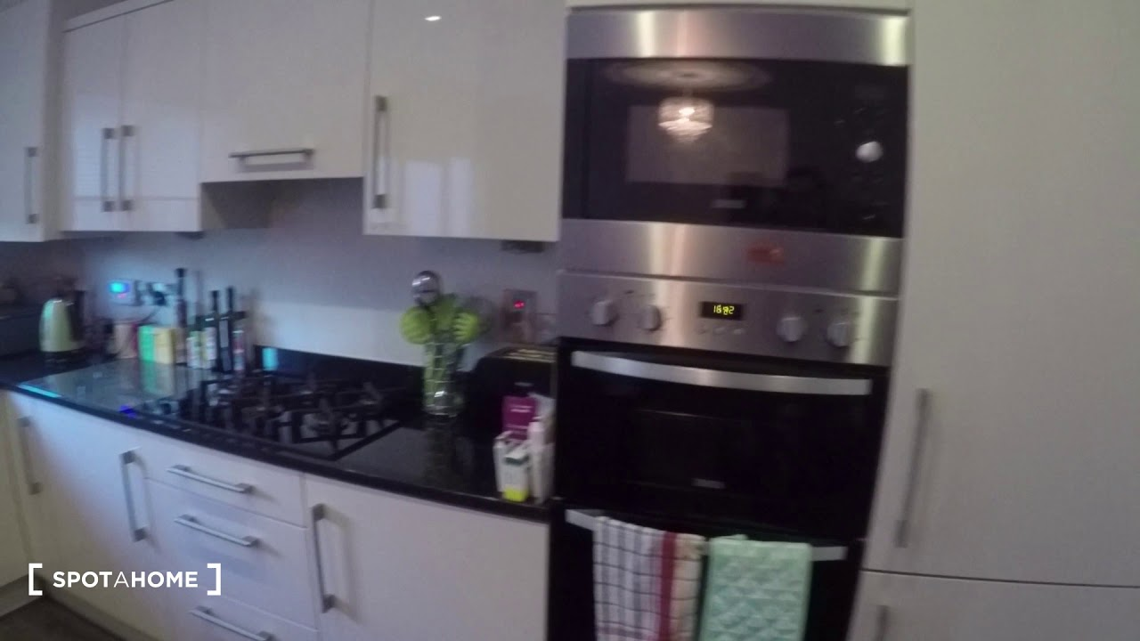Double bed in Rooms to rent in 4-bedroom houseshare with garden in Bray