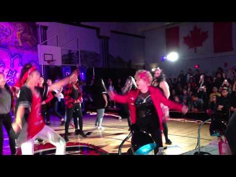 Danselæreren Shirley (60) stjeler showet