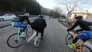 Священник против велосипедистов.(Видео)