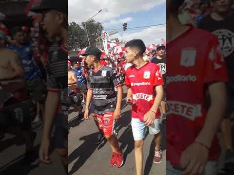 """""""La Banda de MORÓN"""" Barra: Los Borrachos de Morón • Club: Deportivo Morón • País: Argentina"""