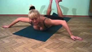 Смотреть онлайн Эффективное упражнение для подтяжки груди девушке