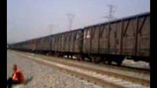preview picture of video 'DF8B  cargo train from the east station_DF8B single engine'