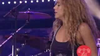 "Video thumbnail of ""Concierto ALAS: Shakira & Mercedes Sosa - La Maza - Video Oficial"""