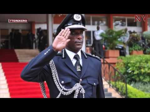 EBYA GEN. KAYIHURA:   Ab'e Kisoro bakwanze ssaabaminisita ekiwandiiko
