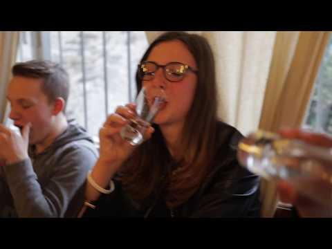 Versi su alcool dalla moglie
