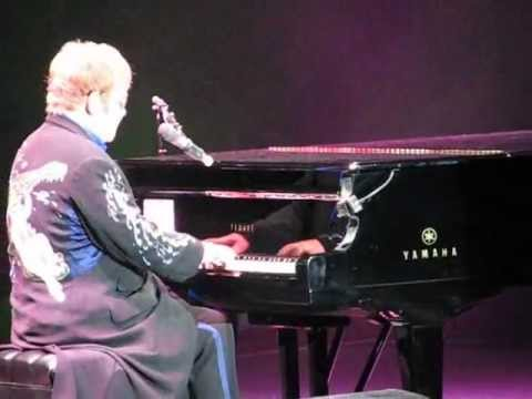 "Elton John ""Someone saved my life tonight"""