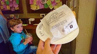 Необычные записки в кафе Lviv Croissants. Кушаем вкусные круассаны в Киеве