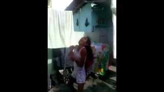 Menina de 10 anos dançando Lepo Lepo
