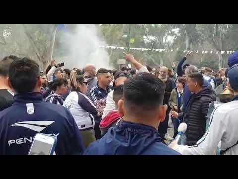 Un día histórico que se vive como tal en el viejo estadio de 60 y 118 donde se respira Maradona