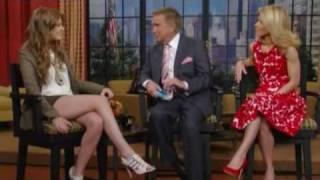 """""""Шопоголик"""" и Айла Фишер , Айла Фишер дает интервью в телепередаче=P"""