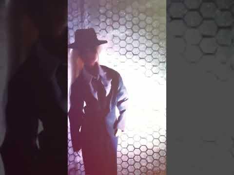 Афина танцует стриптиз:)