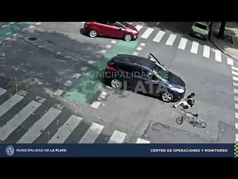 Chocaron un auto y una bici: Un joven resultó herido y requirió asistencia del SAME