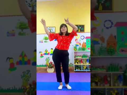 Cô Nguyệt Minh lớp 3tA - Dạy trẻ nhảy chiken dance