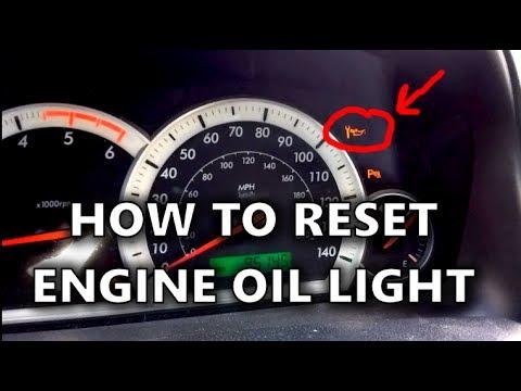Als das vergossene Benzin aus dem Salon des Autos zu entfernen