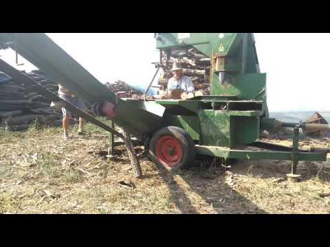 Preparazione della legna per l'inverno con spaccalegna Ghirelli