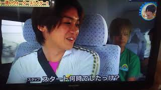 怒る髙木さんと手を挙げて渡る岡本さん