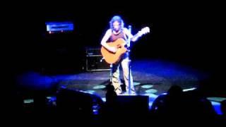 Ani  DIfranco - Lagtime (clip) - London 2011 - Shepherds Bush O2