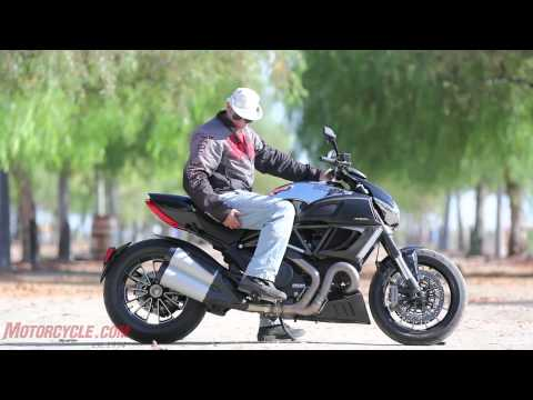 2012 Ducati Diavel Cromo vs Star VMAX