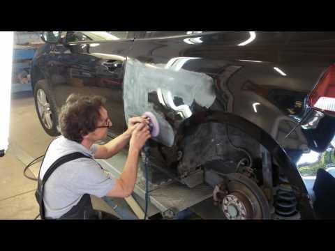Raddrizzatura senza riverniciatura di un fianco di una Volkswagen Golf 3 porte