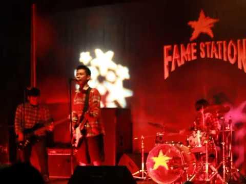 Silly Boys   Masturbation  Live @Famestation