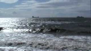 preview picture of video 'Crosby Beach at High Tide'