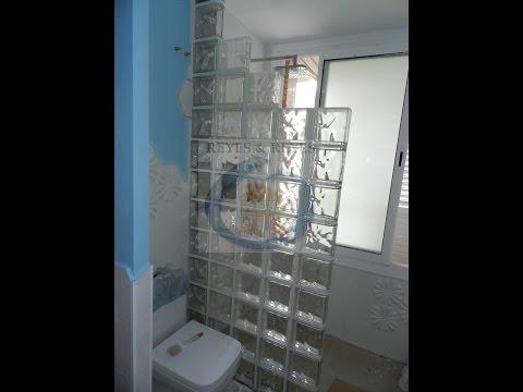 Reforma de baño con ducha de obra y bloques de vidrio - reformasreyes.es