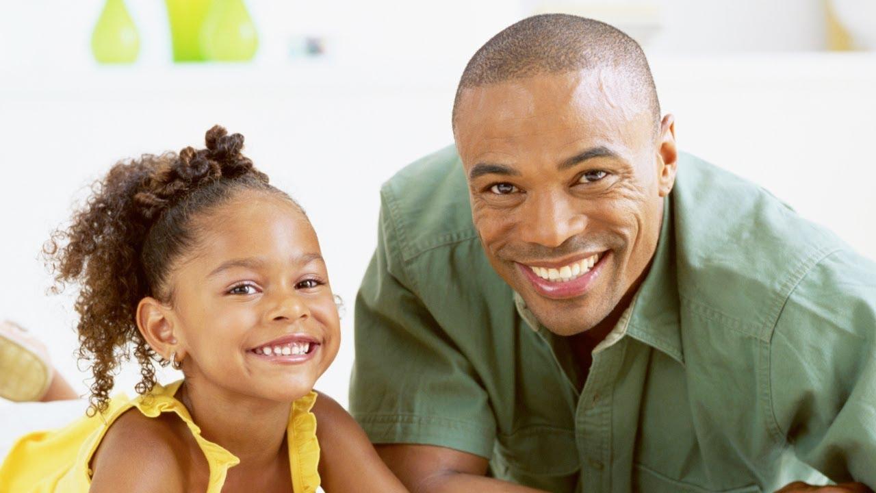 Cómo enseñar a ser felices a los niños