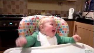 Малыш смеётся как Отец