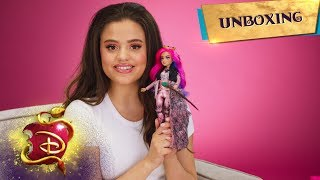 Deluxe Queen of Mean Doll! | Unboxing with Sarah Jeffery Part 2 📦 | Descendants 3