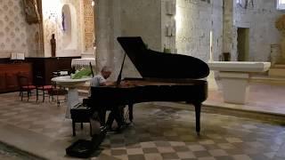 UN PIANO DEMI QUEUE A SAINT SERNIN