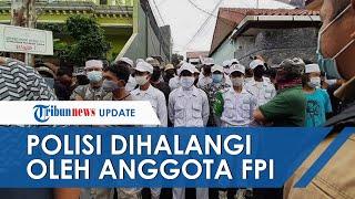 Polisi Dihalangi Anggota FPI saat Akan Berikan Surat Pemanggilan kepada Habib Rizieq