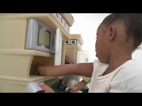 Video STEP2 Dětská kuchyňka Deluxe 2