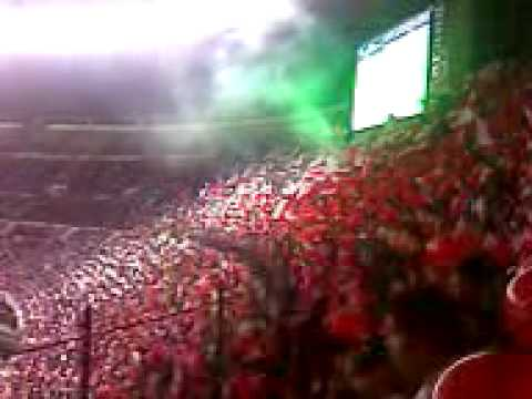 """LA INSUR COPANDO chivas vs la u de chile cae el gol de CHIVAS"" Barra: Barra Insurgencia • Club: Chivas Guadalajara"