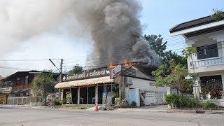 preview picture of video 'อุบัติเหตุ เพลิงไหม้ร้านพิมพาสโต้เบเกอรี่&สเต็กเฮ้าส์ ข้างโรงเรียนหลักเมือง จ.มหาสารคาม 05/12/56 HD'