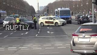 Niemcy: Kierowcy wynajmujący pojazdy protestują w Berlinie przeciwko reformom transportu.