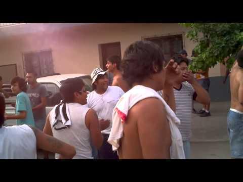 """""""Zapla en perico"""" Barra: Los Borrachos del Mastil • Club: Altos Hornos Zapla • País: Argentina"""